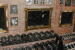 Brick_wall_and_Dumbells (2)